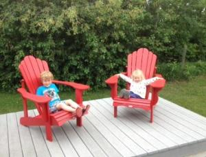 Mack and Cali chillaxin' on the back deck.